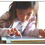 ブルーライトの子供への影響は?目以外にも睡眠や脳にも悪い?